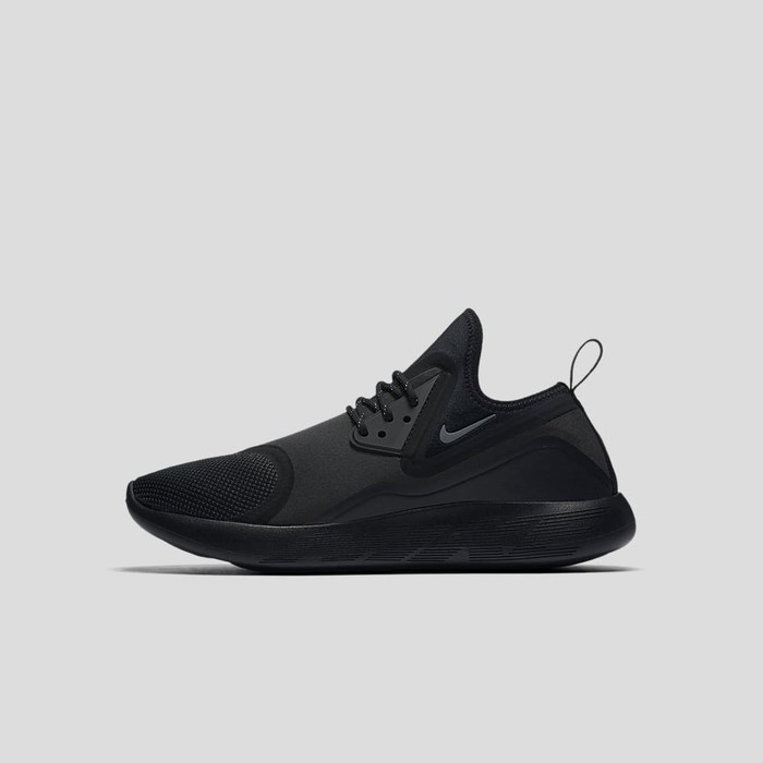 Lunarcharge Essential Black by Nike